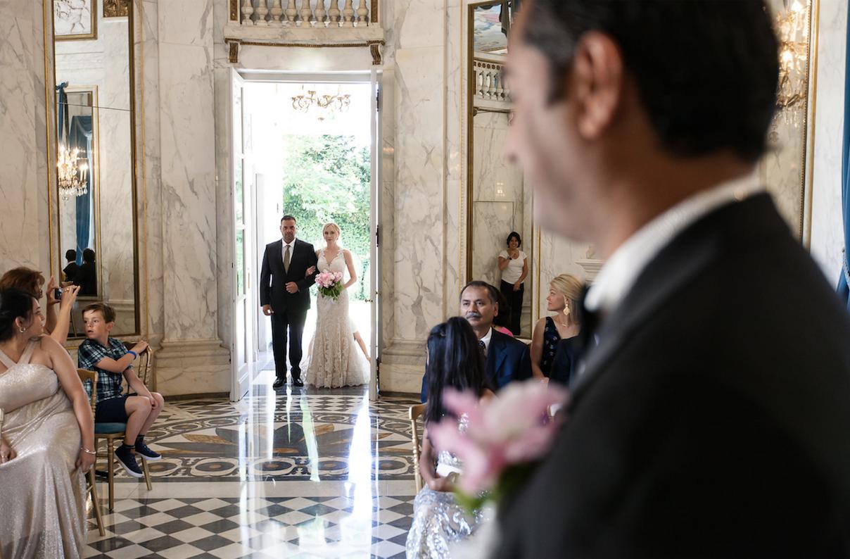 entree-mariee-ceremonie-mariage-laique
