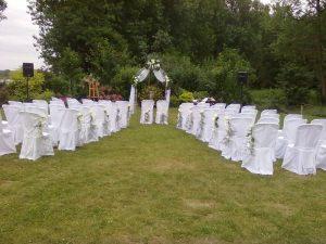 Arche les mariés assis