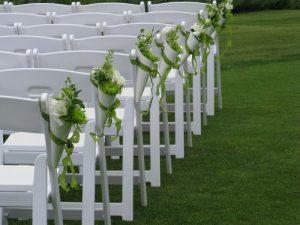 fleurs décoration allée mariage
