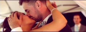 11--exemple-cérémonie-laique-le-baiser-des-mariés