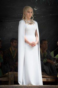 descendre-allee-posture-daenerys-game-of-thrones